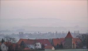Dorf am Wintermorgen