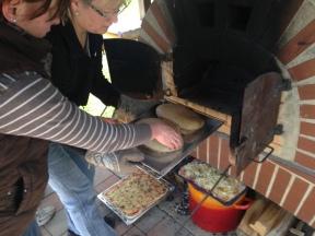 Brote und Pizza